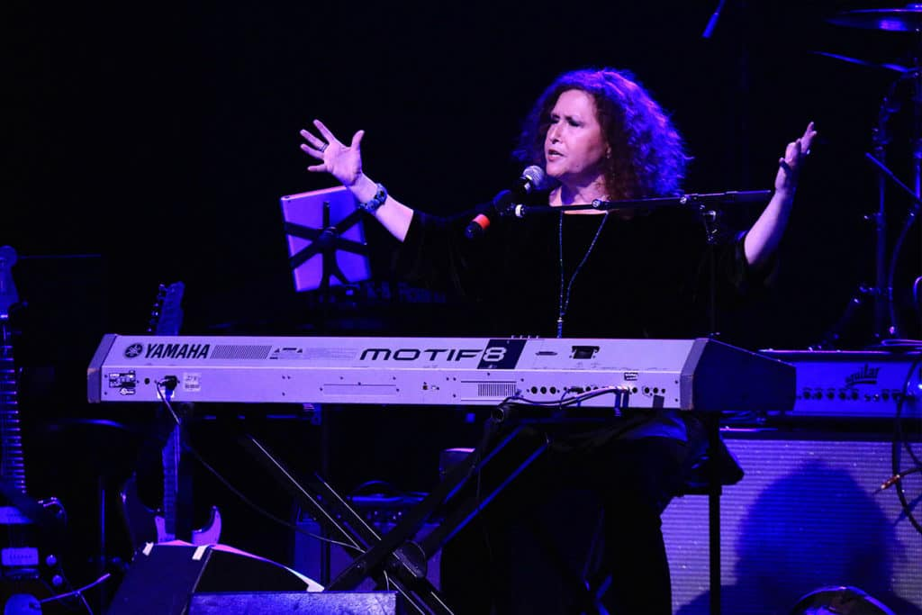 Singer / Songwriter Melissa Manchester performed live at the 7th Annual Hollywood Music in Media Awards.